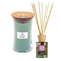 Assortiment kaarsen, geurkaarsen, difusser en geurstokjes
